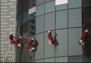 jasa pembersih kaca gedung 3